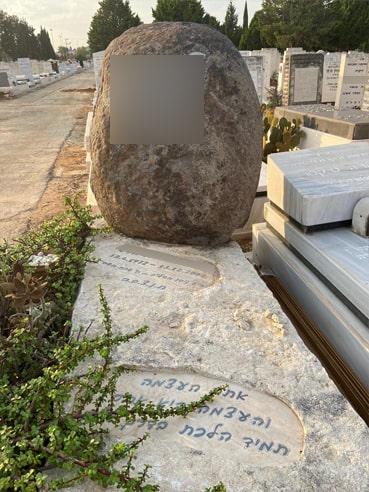 מצבות מאבן אחת קלאסיות