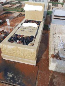 מצבות אבן גלילית מיוחדות